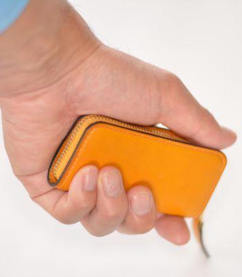 コインケース 横幅の長いの形が手の中にしっくり
