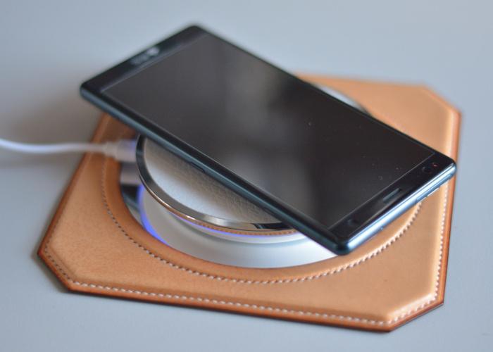 スマートフォン ワイヤレス充電器台 photo1