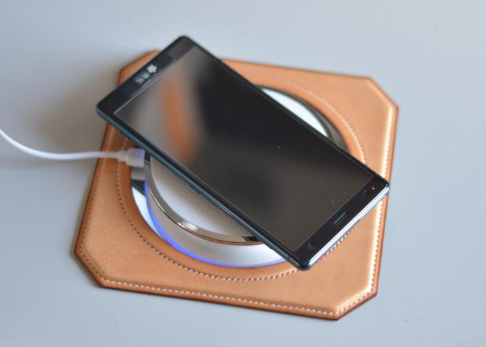 スマートフォン ワイヤレス充電器台 photo2